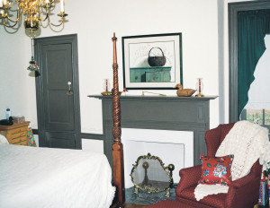 Miller's Tavern, bedroom with chimney cupboard