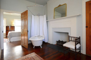 Donnelly House, Bathroom
